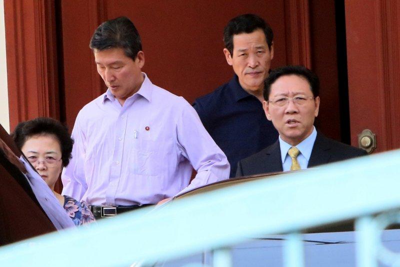 北韓駐馬來西亞大使姜哲(右一)。(美聯社)