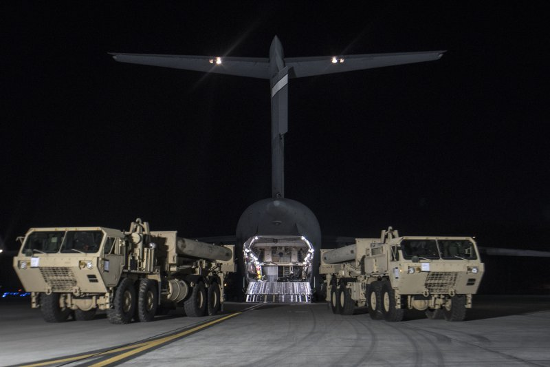 美軍薩德(THAAD)飛彈防禦系統第一批裝備7日進駐南韓(AP)