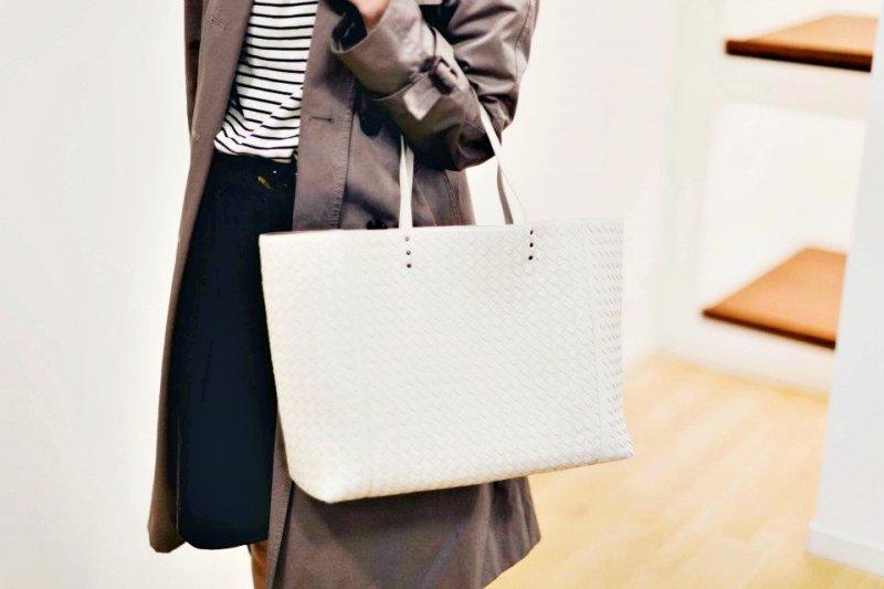 「每個女孩都該做到兩點:有品味並光芒四射。」Coco Chanel曾這樣說(圖/Bottega Veneta@facebook)
