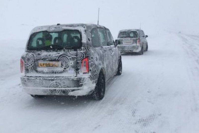 汽車廠家把新設計的汽車放在極端溫度條件下,測試其性能表現。(BBC中文網)