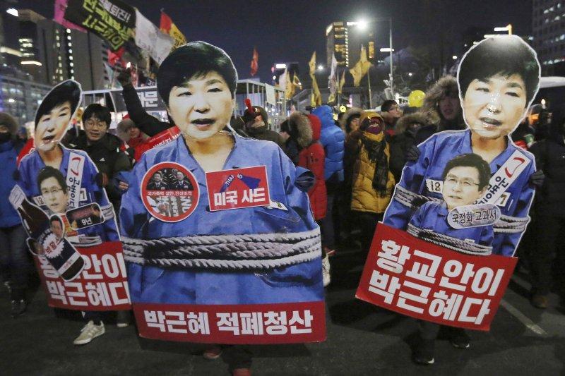 朴槿惠在許多南韓民眾的心中已是帶罪之身,被彈劾解職後就等著進大牢蹲。(美聯社)