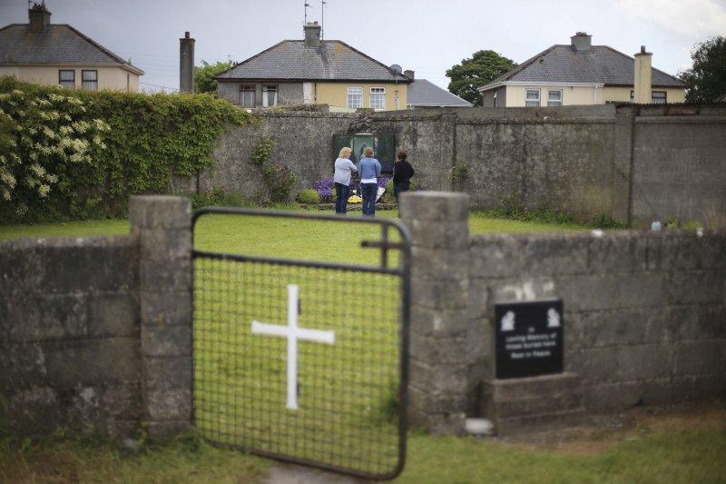 愛爾蘭未婚媽媽之家舊址,地下埋葬了許多未受到妥善照顧的幼兒遺骸。(AP)
