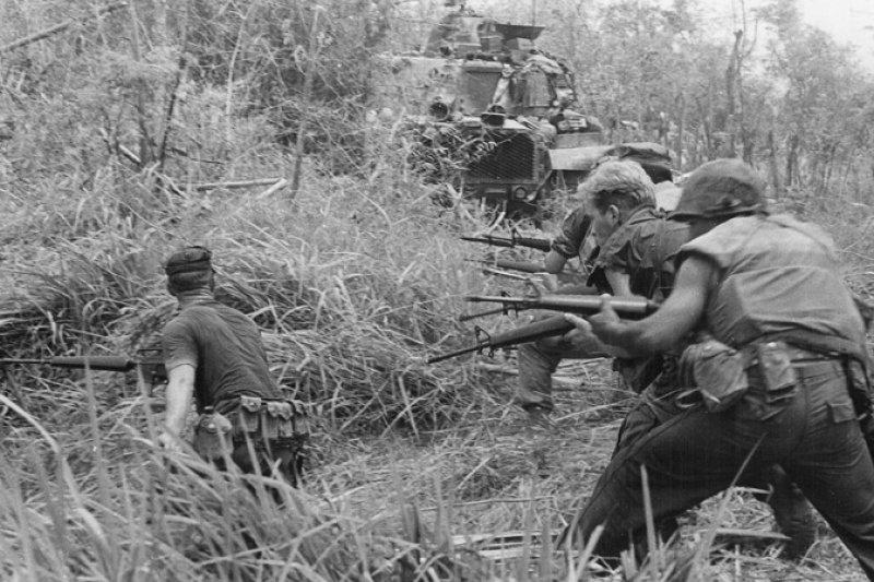 在越戰中作戰的美國士兵。(wikipedia/public domain)