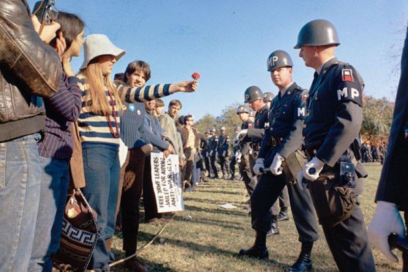 1967年,以美國大學生為主力的反越戰抗議示威在各地進行。(wikipedia/public domain)