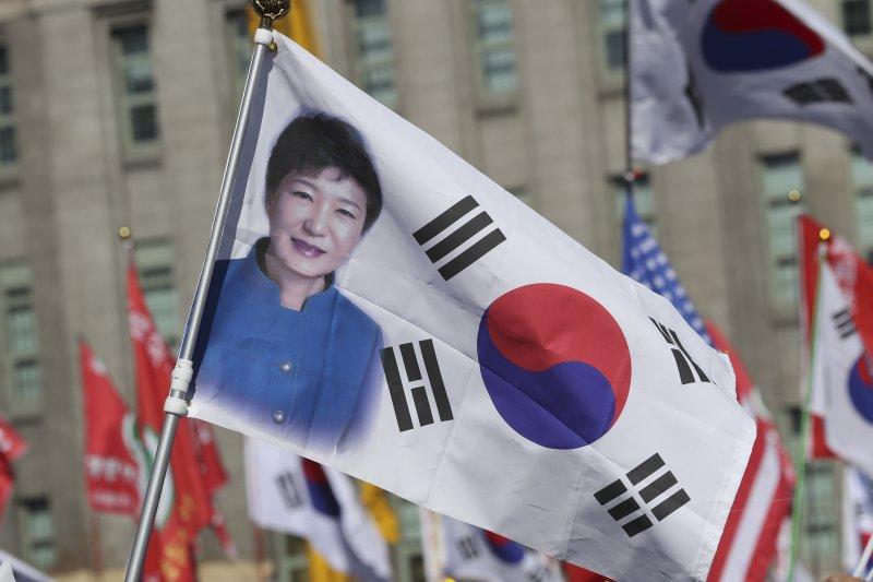南韓憲法法院正在審理朴槿惠總統彈劾案,11日宣布判決,無論結果如何,都將撼動南韓政壇與社會(AP)