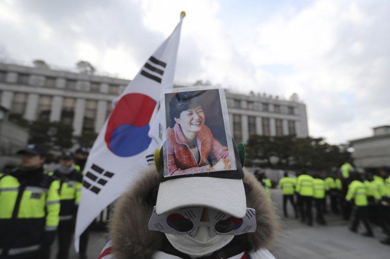 朴槿惠成為南韓憲政史上首位被彈劾下台的總統(AP)