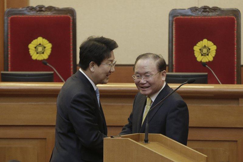 南韓憲法法院正在審理朴槿惠總統彈劾案,10日宣布判決,無論結果如何,都將撼動南韓政壇與社會(AP)