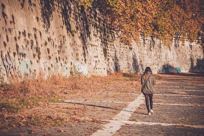 思秋期的生活方式可說是走上幸福或不幸的分叉路口。(圖/Paul Dufour@Unsplash)