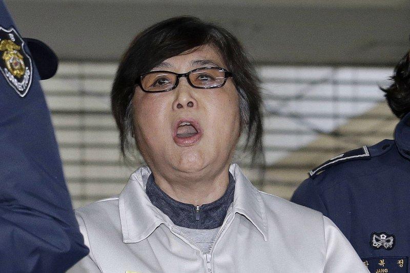 南韓總統朴槿惠10日因「親信門」醜聞遭彈劾解職,醜聞另一位女主角崔順實(AP)