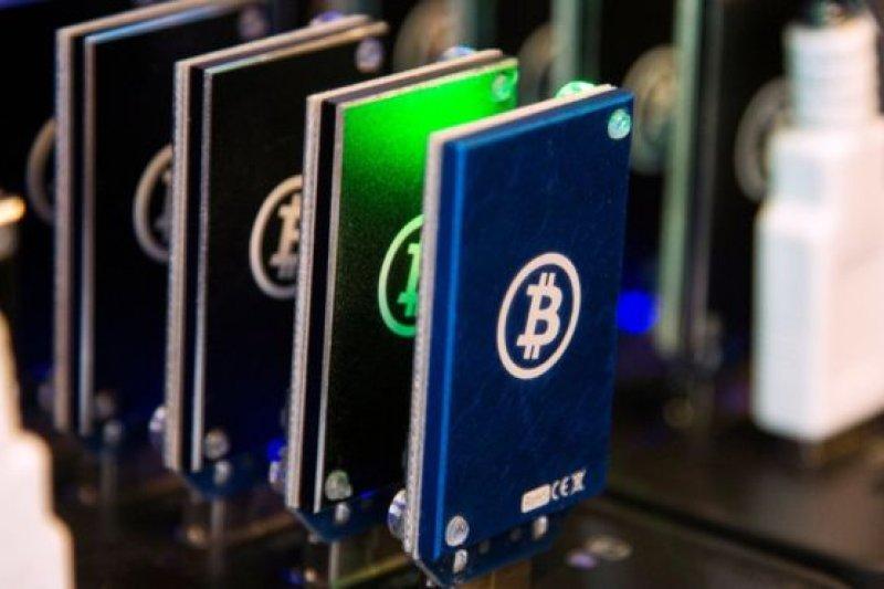 比特幣挖礦使用的電腦設備底座。(BBC中文網)