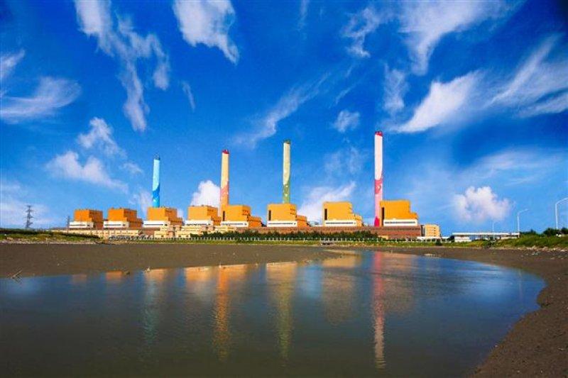 台電台中電廠4日早上故障,備轉容量立刻損失55萬瓩,全台供電亮起警戒橘燈。(資料照,台電提供)
