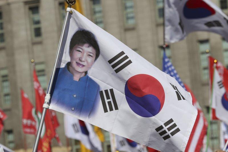 南韓前總統朴槿惠遭國會彈劾、憲法法院解職,但仍有不少支持者(AP)