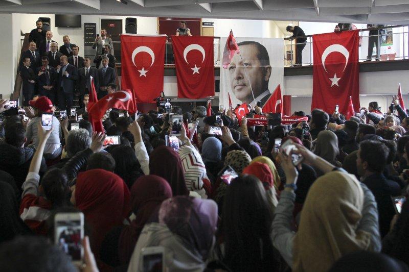 法國沒有禁止在東北城市梅斯舉辦的土耳其公投拉票活動(AP)