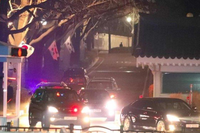 韓國被罷免的總統朴槿惠周日(3月12日)離開總統府青瓦台。(BBC中文網)