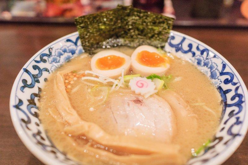 拉麵的白湯湯頭怎麼煮都少一味?原來是差在這一步啦!(圖/Wei-Te Wong@Flickr)
