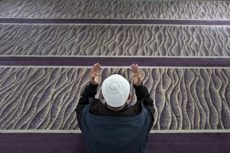 荷蘭國會眾議院選舉15日投票,穆斯林與移民成為焦點議題(AP)