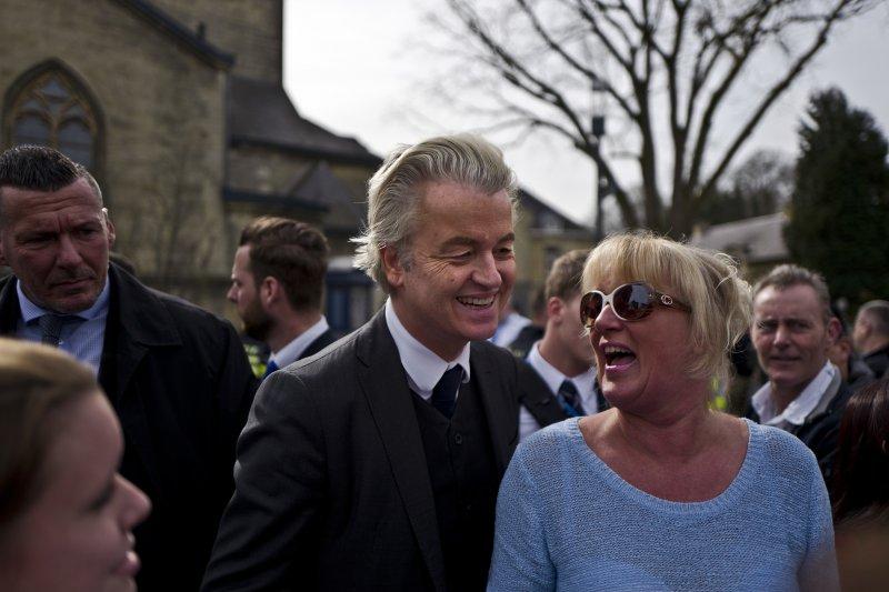 荷蘭國會眾議院選舉15日投票,自由黨領導人威爾德斯(Geert Wilders)與支持者(AP)