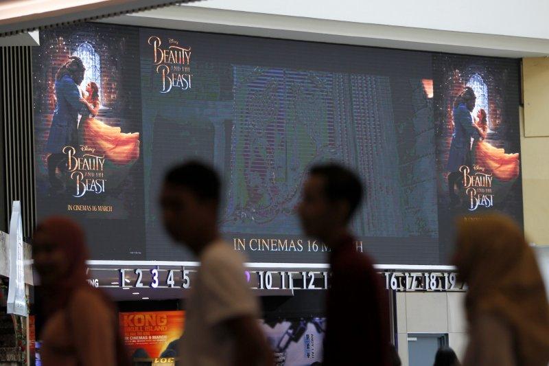 迪士尼真人版《美女與野獸》因劇中同志片段而未演先轟動,馬來西亞因刪剪片段,迪士尼宣布延期上映(AP)