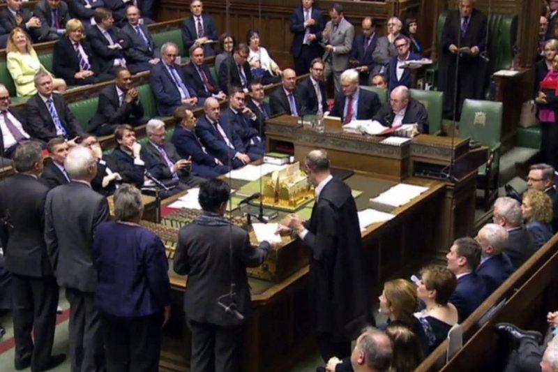 英國議會上議院13日晚投票通過脫歐法案。(美聯社)