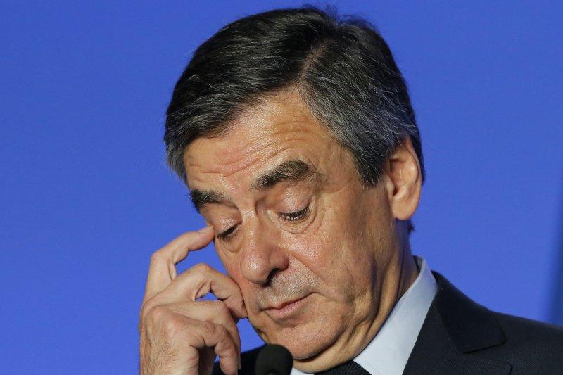 法國總統候選人費雍涉入乾薪門事件,14日遭到正式司法調查(AP)