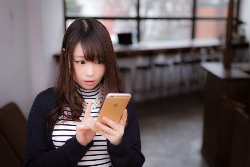 現在網路購物十分便利,一隻手機可以搞定食衣住行。但交易糾紛也多…(圖/すしぱく@pakutaso)