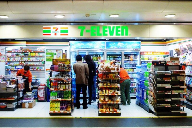 常有人說全家快超越7-ELEVEN了,統一超商總經理怎麼看?(圖/Lucius Kwok@flickr)