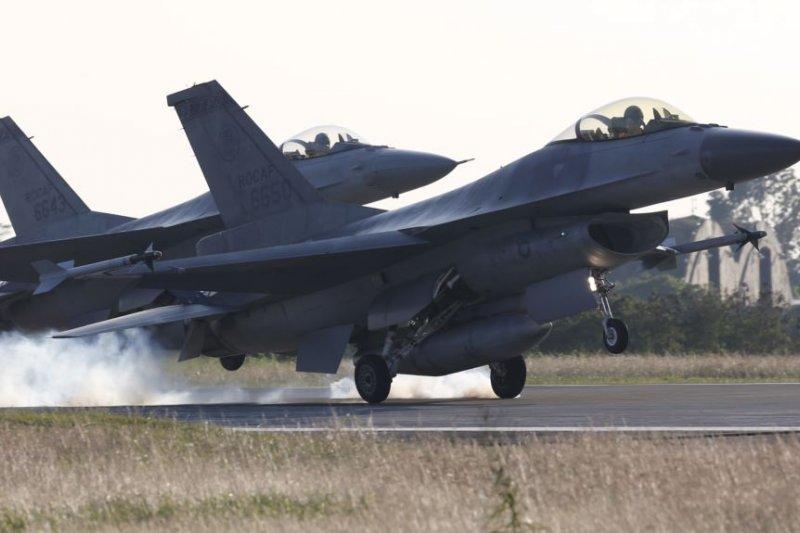 台灣嘉義空軍基地的F-16戰機。(美國之音)