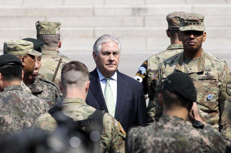 美國國務卿提勒森訪問南韓,17日飛抵兩韓非軍事區(AP)