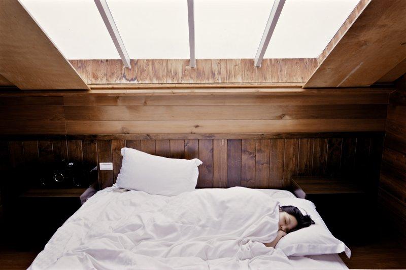 睡前先建立好心態是最重要的一步,一定要記得!(圖/nomao saeki@Unsplash)