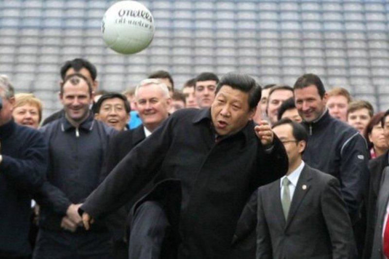 據說中國領導人習近平是足球迷(BBC中文網)