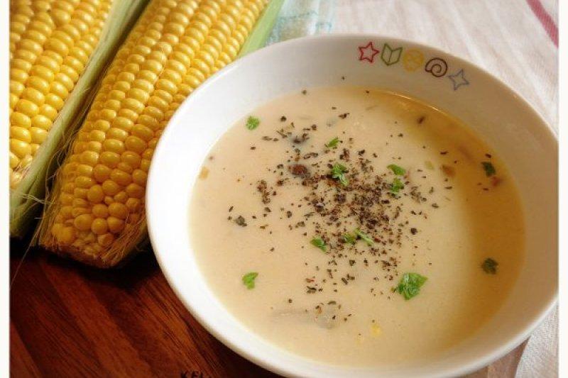 在玉米濃湯烹煮過程中加入菇類,能讓湯頭更濃郁!(圖/台灣好農部落格提供)
