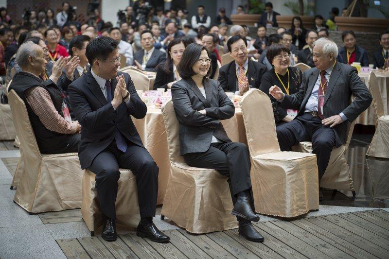 蔡英文總統、台中市長林佳龍出席中部辦公室啟用茶會(總統府)