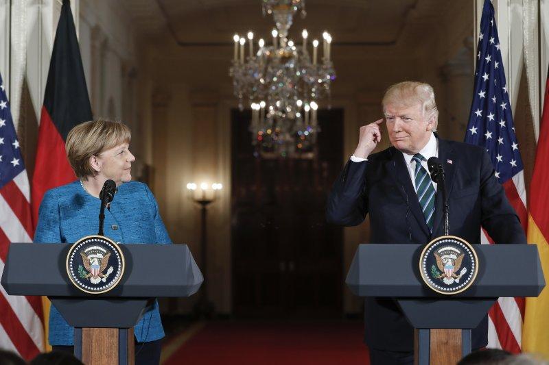 梅克爾,川普,會晤,北約,難民,握手。(美聯社)