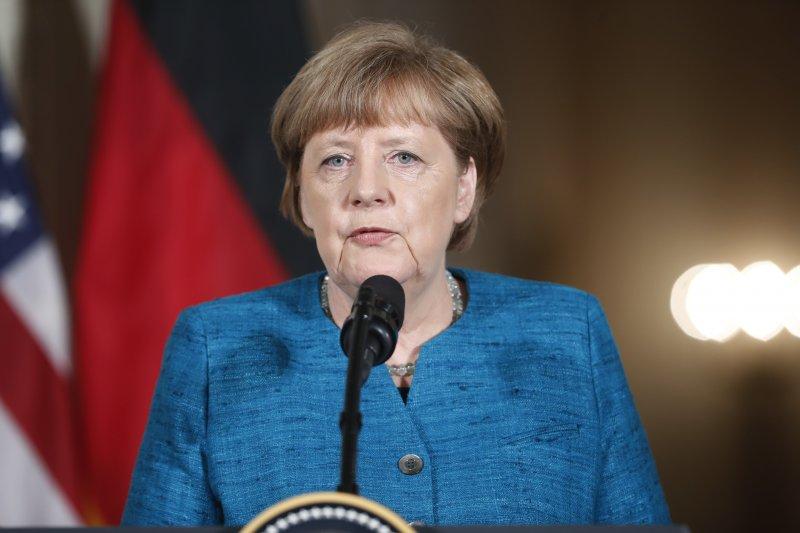 2015年,德國總理梅克爾對難民大開善門,德國至今收容超過100萬難民。(美聯社)