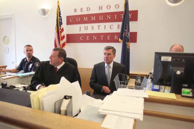 美國紐約布魯克林區的紅勾社區司法中心。(視頻截圖)