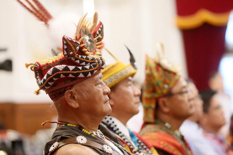 2016年8月1日,蔡英文總統代表政府向原住民族道歉,但接下來卻引傳統領域劃設而引發重大爭議。(總統府)