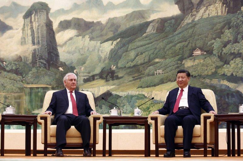 中國國家主席習近平19日在北京人民大會堂會見美國國務卿提勒森(AP)