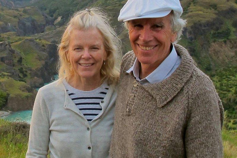 湯普金斯(Douglas Tompkins)生前與前妻克莉絲汀(Kristine McDivitt Tompkins)成立湯普金斯基金會致力於環境保育,志在保護智利巴塔哥尼亞的生態環境。(取自Tompkins Conservation臉書)