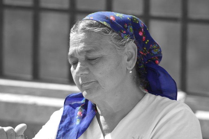 婦女經歷更年期階段,賀爾蒙的改變可能強烈影響情緒問題。(圖/jprohaszka@pixabay)