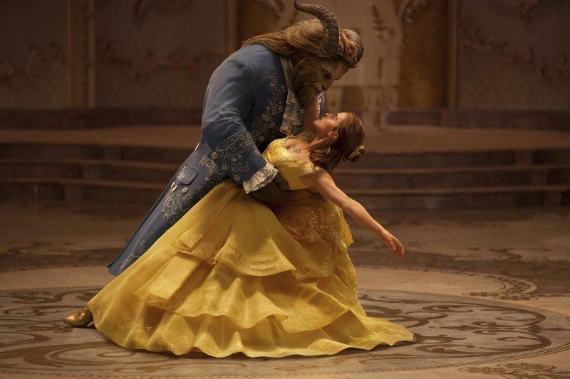 首度以真人版演出的迪士尼電影《美女與野獸》,故事中安排女主角貝兒愛上了綁架她的男主角野獸也是將「斯德哥爾摩症候群」情結予以美化後的一種演繹手法。(資料照,美聯社)