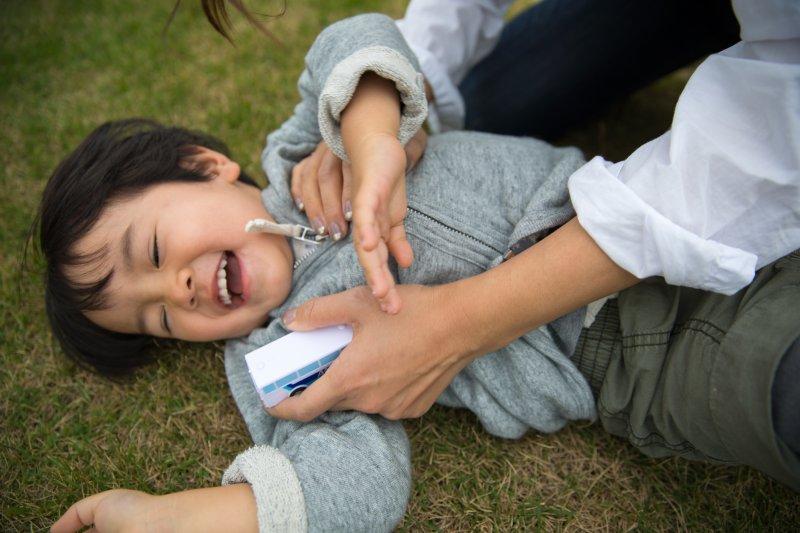 用自我肯定技巧教孩子面對人際衝突才是最佳的方式!(圖/kazuend@Unsplash)