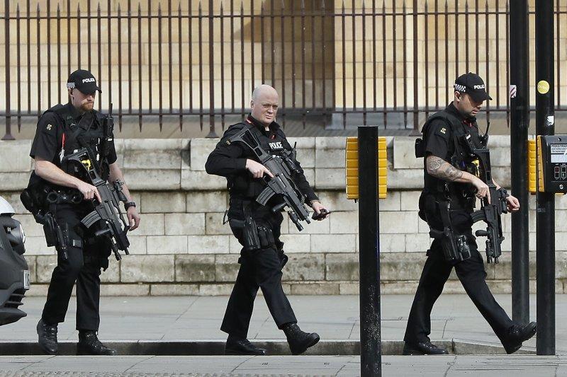 英國國會22日驚傳攻擊事件(AP)