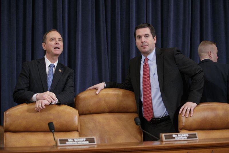 美國聯邦眾議院情報委員會主席努恩斯(右)和副主席席夫(左)(AP)