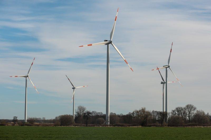 20170322-德國綠能專題,德國柏林,鐵路沿線風力發電風場。(顏麟宇攝)