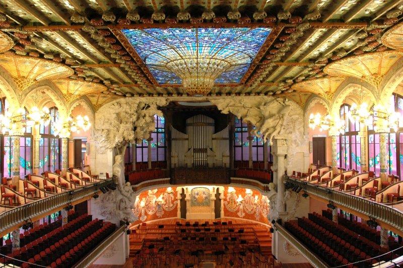 加泰隆尼亞音樂宮每年有著近50萬人到這兒參與不同形式的音樂盛會!(圖/wikimedia)