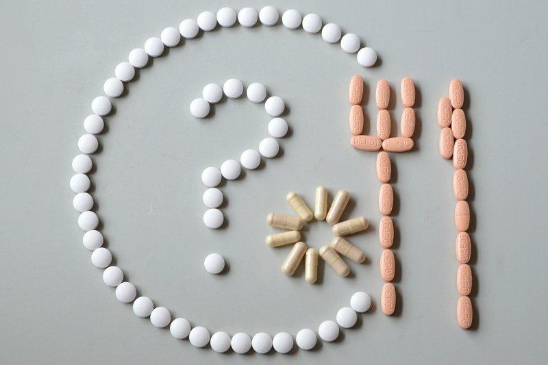 「藥可救命,也可致命。」與其找安全的藥物,倒不如好好諮詢藥師意見。(圖/congerdesign@PIXABAY)