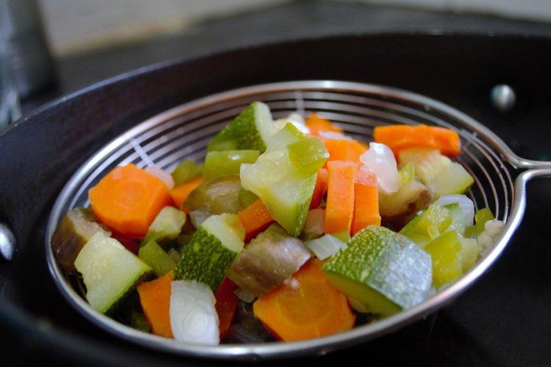 網路上盛傳許多女星為了維持健康體態,三餐全吃水煮餐,但這種方法其實並不健康,甚至會導致營養不均衡。(圖/Pixabay)