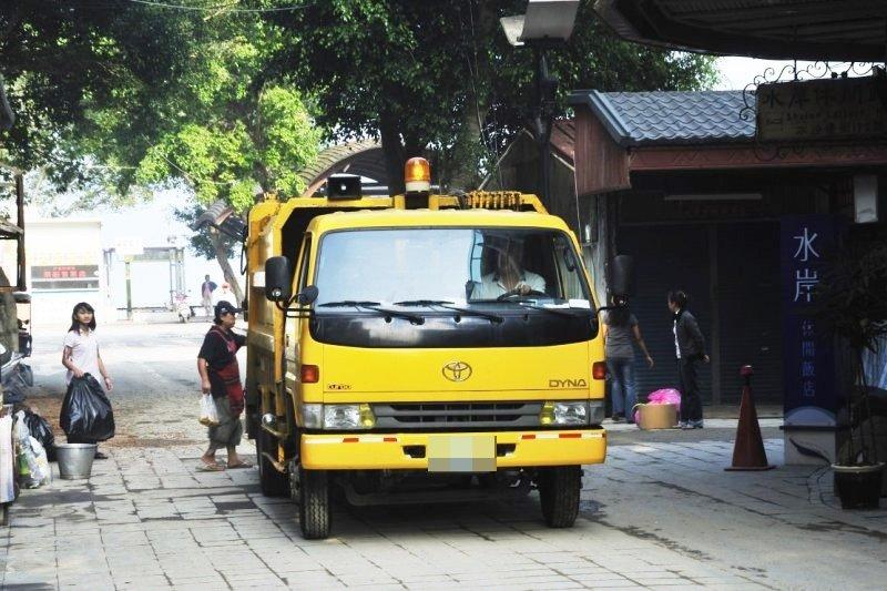 每當《給愛麗絲》從窗外傳來,台灣民眾就知道:「垃圾車到了!」(圖/llee_wu@Flickr)