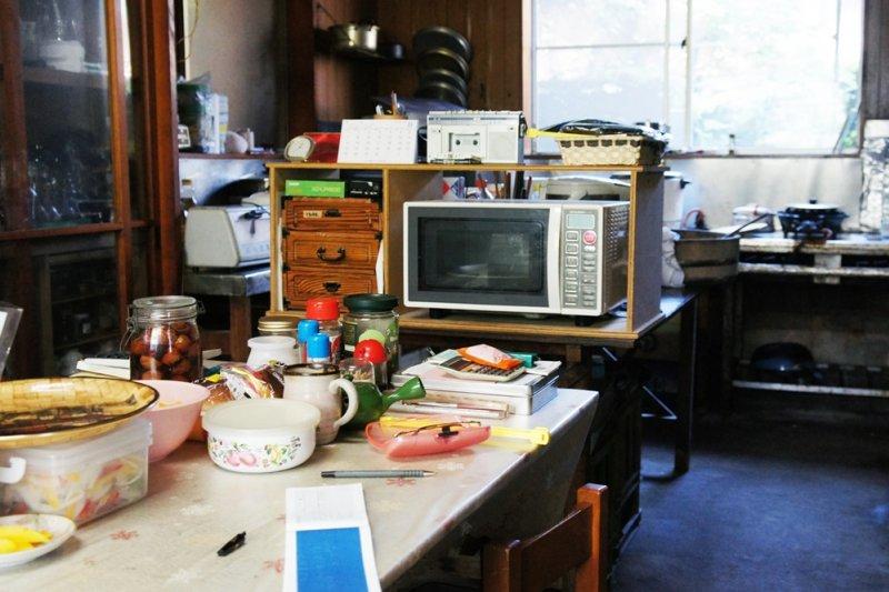 所有東西堆成一座又一座的垃圾山,奪走了屋子主人的健康與安全...(示意圖/aco pbc@flickr)