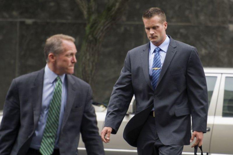 黑水公司前僱員到聯邦法院出庭。(美國之音)